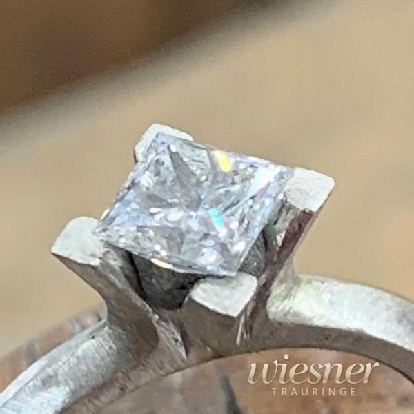 Verlobungsring-Diamant-Weissgold-Princess-Cut-4