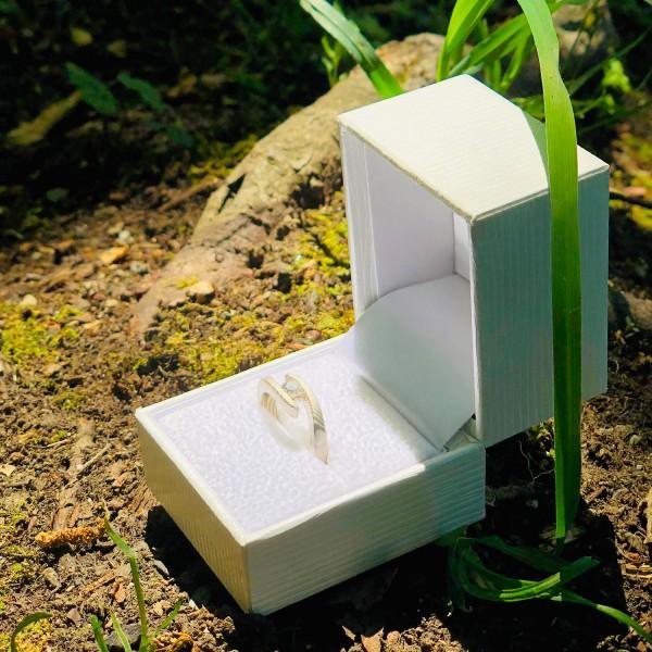 Verlobungsring-Diamant-aussergewoehnlich-1500-1500