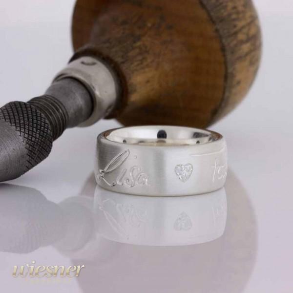 Das herzlich personalisierte Geschenk zur Geburt für die Mutter in Silber mit Zirkonia
