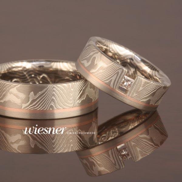 Eyong Eheringe in Mokume Gane Technik mit gespanntem Diamant